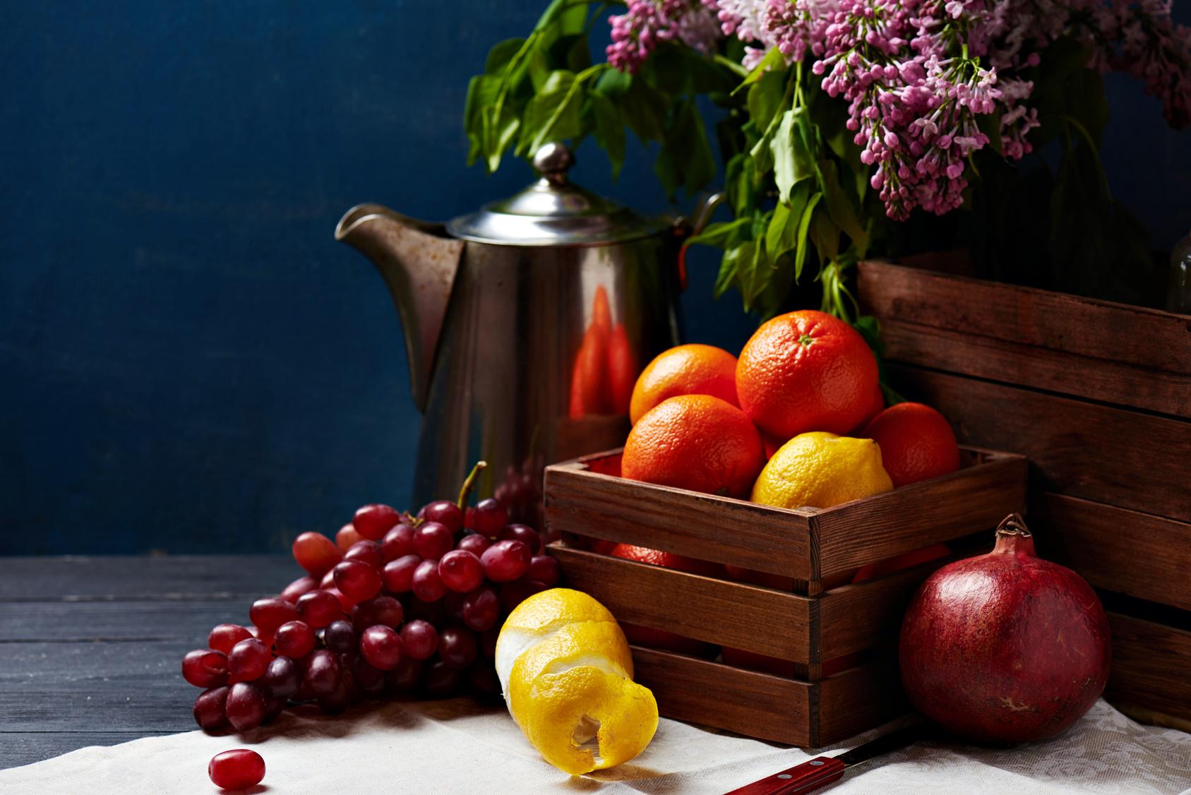 Grenade, tomate et raisins